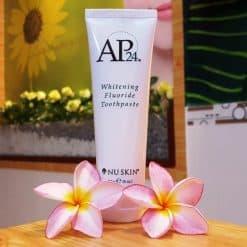Kem đánh răng trắng sáng Whitening Fluoride Toothpaste AP24