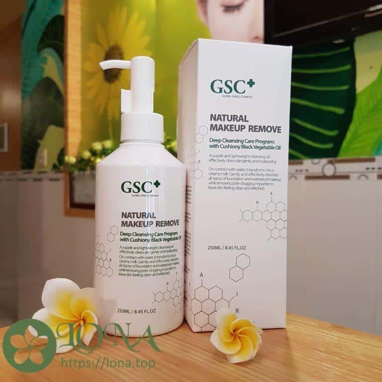 Dầu tẩy trang GSC giúp loại bỏ lớp makeup sạch sẽ nhưng vẫn giữ lại độ ẩm cần thiết cho da